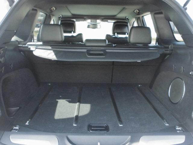 広いラゲッジスペースですので多く荷物を載せられることも可能になります。また後席が60:40分割可倒式リアシートになっておりますので、載せる荷物の量に応じてシートアレンジが可能です。