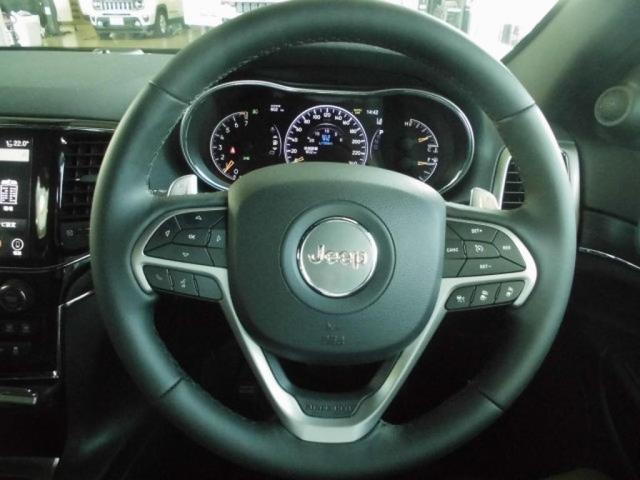 フロントシートはシートクーラー、シートヒーターを完備しているため、夏冬ともに快適です。