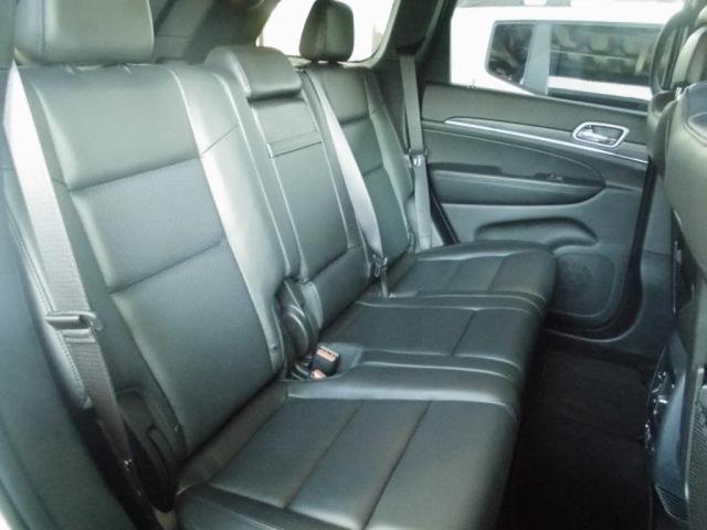 後席にも空調がありますので、夏冬ともにストレスなくお過ごし頂けます。