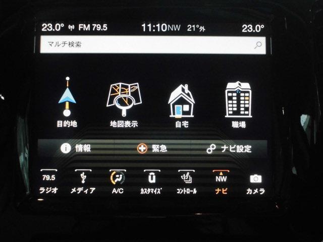 Uconnnect 8.4インチ ナビゲーションシステム標準装備。Apple Car Play/Andoroid Auto 機能 搭載。