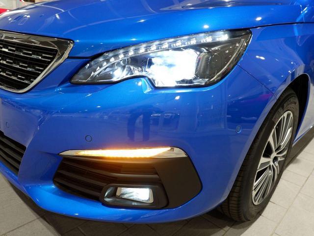 ロードトリップ ブルーHDi 8AT 特別仕様車(専用シート・バッジ・タグ・パークアシスト)(4枚目)