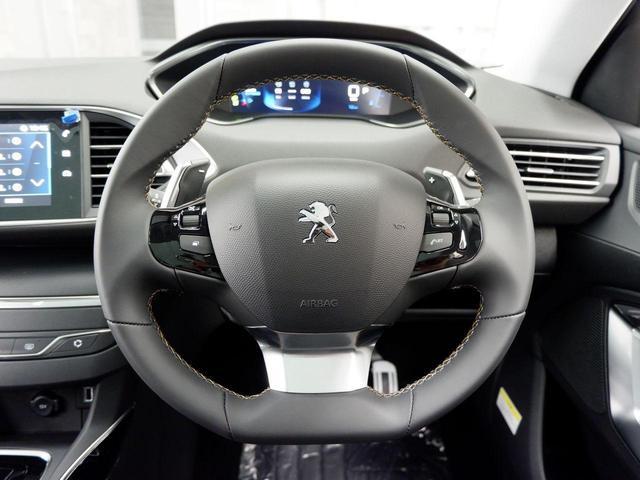 SW ロードトリップ ブルーHDi 8AT パノラミックガラスルーフ 特別仕様車(専用シート・バッジ・タグ・パークアシスト)(12枚目)