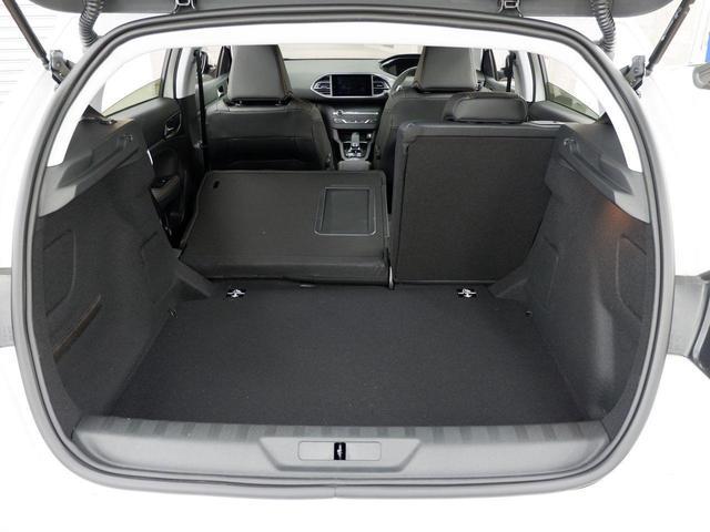 ロードトリップ 8AT 特別仕様車(専用シート・バッジ・タグ・パークアシスト)(44枚目)