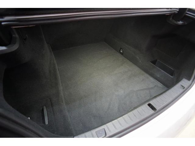 電動開閉トランク トランク容量:515L
