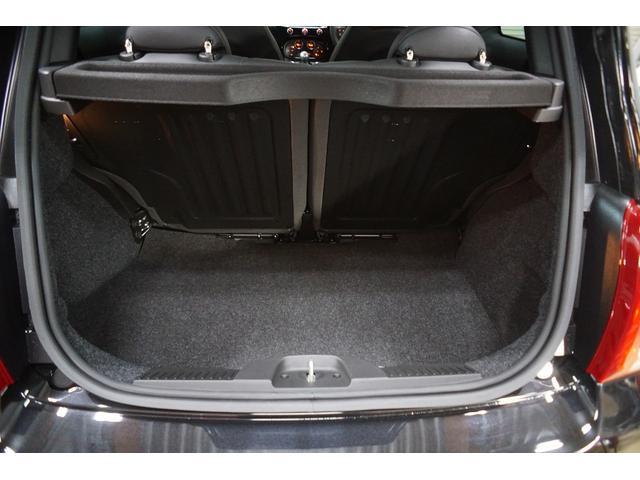 スコルピオーネオーロ 正規ディ-ラ-車 右ハンドル 5速MT 60台限定 新車保証 低ダストパッド サイドバイザー ドルフィンアンテナ Beatsオーディオ AppleCarPlay  ETC スコルピオーネオーロ特別装備(21枚目)
