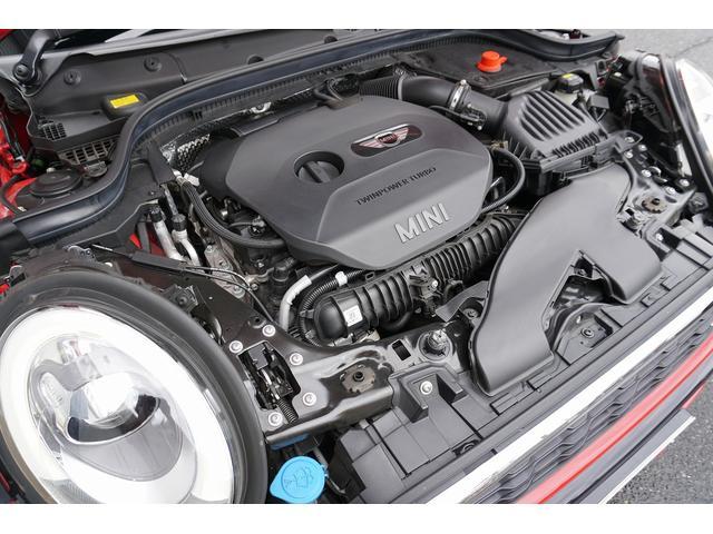 エンジン形式:直列4気筒DOHC直噴ターボ 排気量:1998cc エンジン最高出力:231ps エンジン最大トルク:320Nm