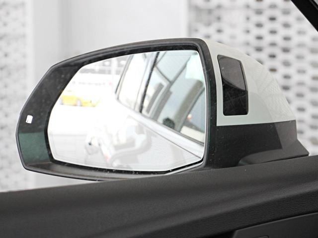 サイド後方から接近している車両を感知してドライバーにフラッシュで知らせるサイドアシストと一定の速度内での走行時に衝突を回避するアダプティブクルーズコントロールが装着