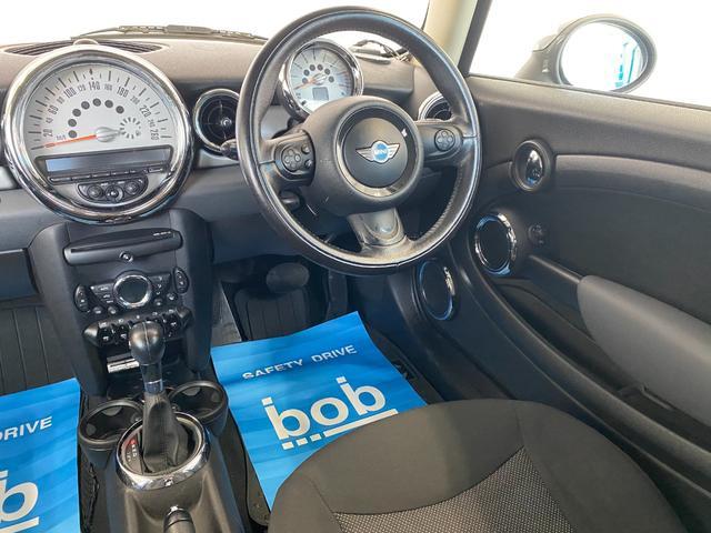 クーパー R56後期モデル プッシュスタート 後期ビックバンパー ステアリングスイッチ パドルシフト HID 本革ステアリング 社外MINI15インチアルミホイール ETC 無事故車 禁煙車 正規ディーラー車(39枚目)
