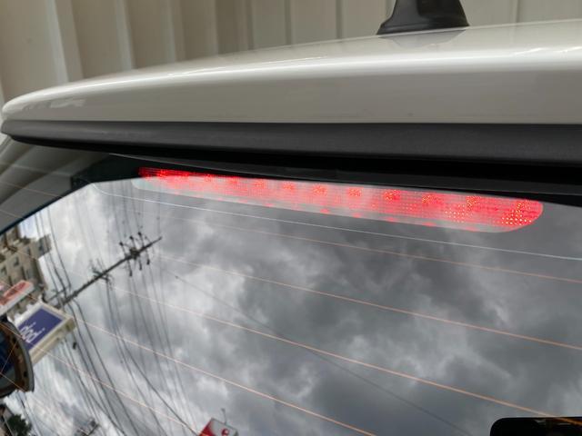 クーパー R56クーパー プッシュスタート ホワイトストライプ 純正オプション15インチアルミホイール チェッカーマット 新品MINIエンブレム イエローフォグライト ETC 禁煙車 修復歴無 正規ディーラー車(27枚目)