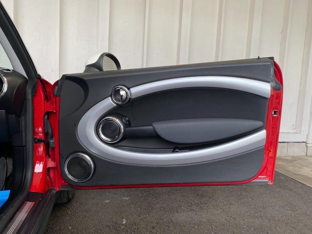 クーパー R56クーパー プッシュスタート ホワイトストライプ 純正オプション15インチアルミホイール チェッカーマット 新品MINIエンブレム イエローフォグライト ETC 禁煙車 修復歴無 正規ディーラー車(32枚目)