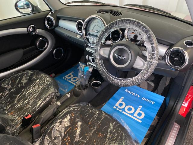 クーパー R56クーパー プッシュスタート ホワイトストライプ 純正オプション15インチアルミホイール チェッカーマット 新品MINIエンブレム イエローフォグライト ETC 禁煙車 修復歴無 正規ディーラー車(33枚目)