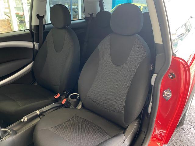 クーパー R56クーパー プッシュスタート ホワイトストライプ 純正オプション15インチアルミホイール チェッカーマット 新品MINIエンブレム イエローフォグライト ETC 禁煙車 修復歴無 正規ディーラー車(34枚目)