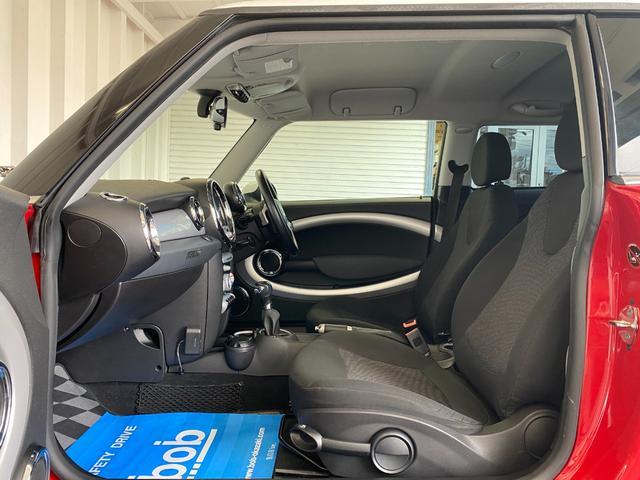 クーパー R56クーパー プッシュスタート ホワイトストライプ 純正オプション15インチアルミホイール チェッカーマット 新品MINIエンブレム イエローフォグライト ETC 禁煙車 修復歴無 正規ディーラー車(36枚目)