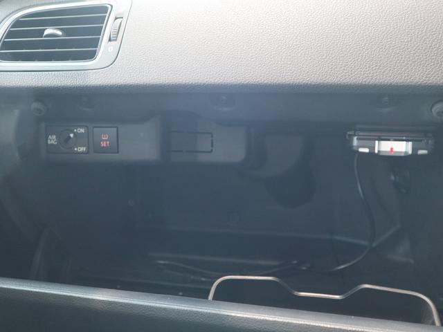 グローボックスの中にETCユニット+助手席エアバック解除機能+タイヤ空気圧モニタリングシステムボタン+USBデバイス接続装置が付いています。