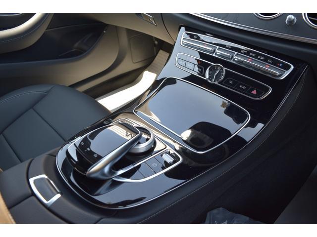 【センターコンソール(未使用)】センターコンソールに配置されたコマンドコントローラーはドライバーが運転姿勢を崩さずに操作して頂けます。