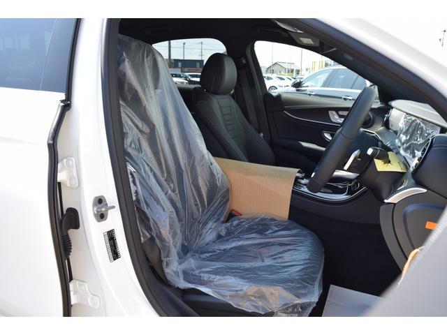 【フロントシート(未使用)】人間工学と理性学に基づいて設計されたシートは乗員を包み込むように受け止め、長時間の乗車でも疲労感を受けにくいシートとなります。