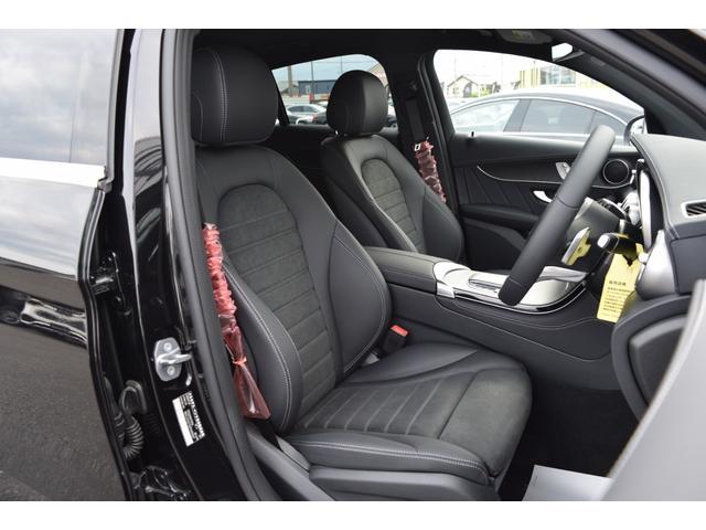 【フロントシート】人間工学と理性学に基づいて設計されたシートは乗員を包み込むように受け止め、長時間の乗車でも疲労感を受けにくいシートとなります。