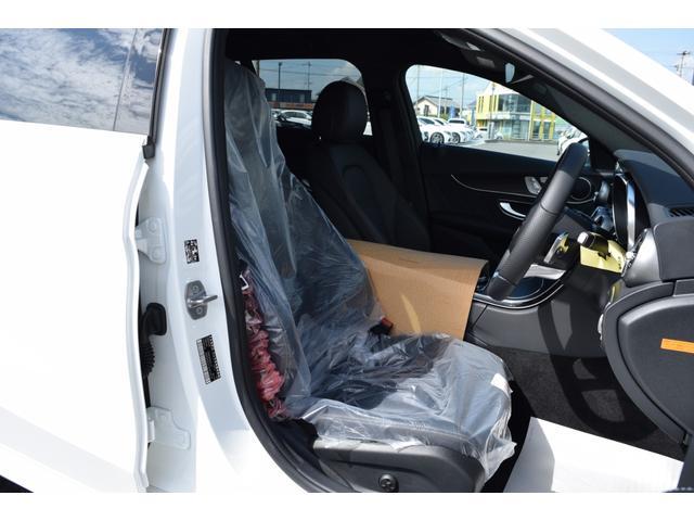 【フロントシート・未使用】人間工学と理性学に基づいて設計されたシートは乗員を包み込むように受け止め、長時間の乗車でも疲労感を受けにくいシートとなります。