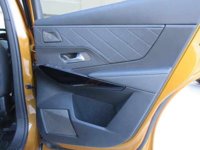 リアドア内張り運転席側:気になるキズ汚れは発見できませんでした。