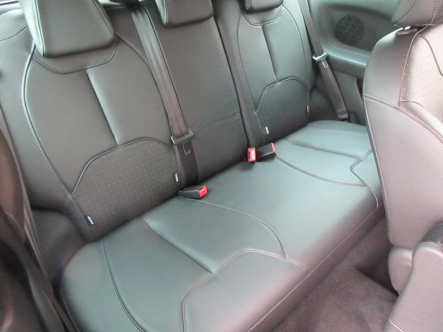 後部座席:気になるシミ、汚れ発見できませんでした。