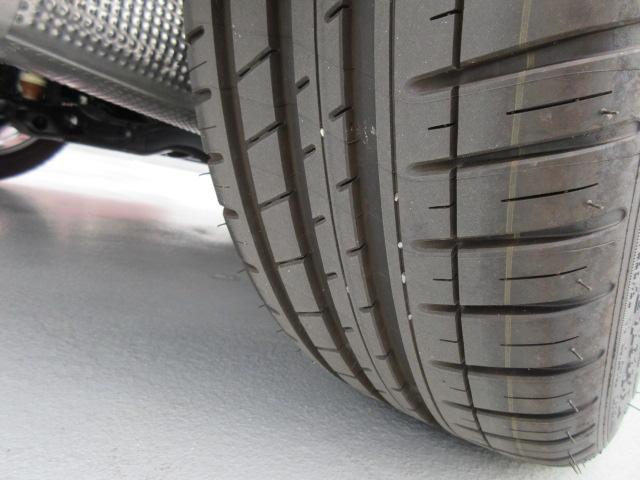 Rタイヤ:中程度の残溝です。