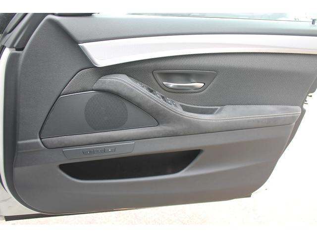 ドアパネルもアタリもなく綺麗です!「ソニックデザイン」のスピーカーがインストールされておりますので、純正とは比べ物にならない音質です!