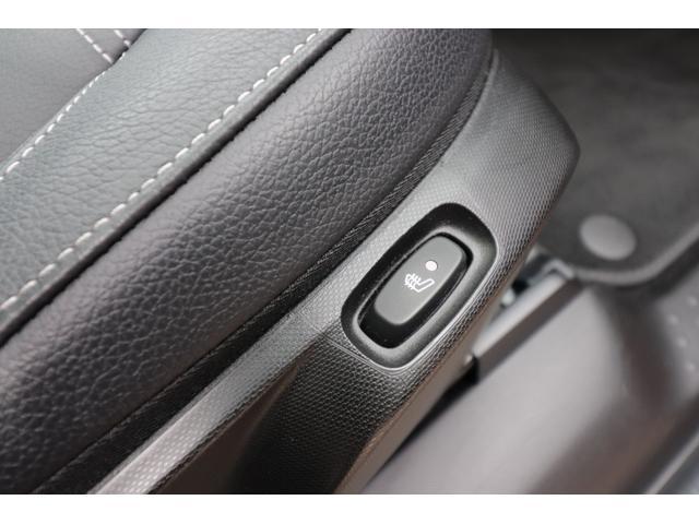 シートヒータースイッチは座席サイドに設置されております。