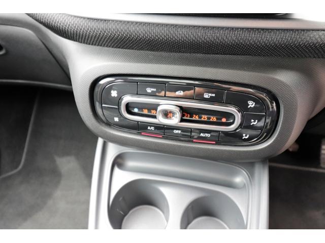 エアコンスイッチはフルオート機能が装備されておりますので、お好みの温度に設定するのみです。