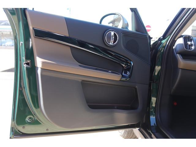 クーパーS クロスオーバー レザーチェスターブリティッシュオーク JCWステアリング アディショナルヘッドランプ パーキングアシスト アラームシステム PDC リアビューカメラ ミラーETC シートヒーター(29枚目)