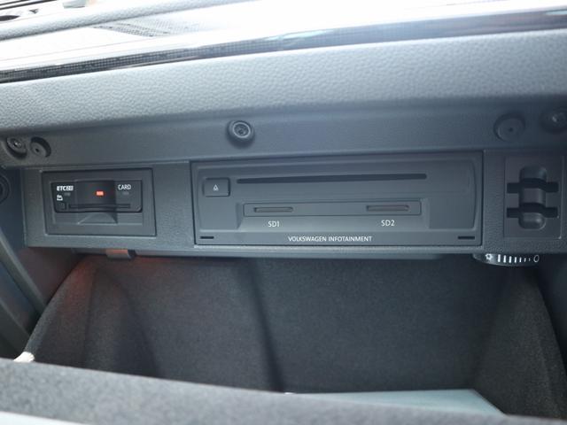 グローブボックス内にETC、CD、SDカードの挿入口があります