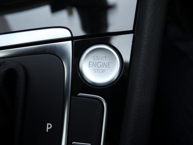 運転席左にスタートボタンが装備されております