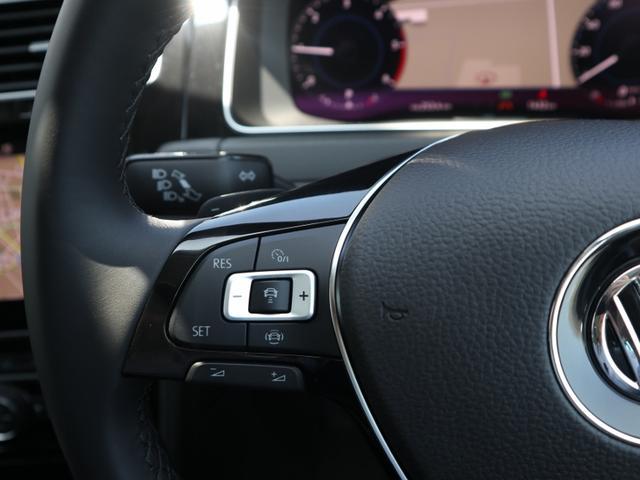 ハンドルには、パドルシフト、ACC操作ボタン、オーディオ操作ボタンなど使用頻度が高いものが配置されています。