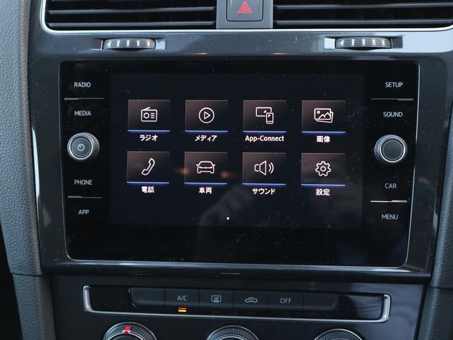 純正インフォテイメントシステム「Composition Media」はCDとSDカードによる音楽再生が可能です。またBluetoothでのオーディオ再生やハンズフリーフォンも可能です。