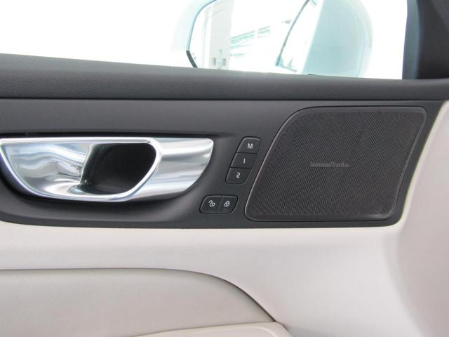 harman/kardonプレミアムサウンド搭載。オーディオの再現性がより高まり、プレミアムな移動空間を実現します。運転席・助手席はシートメモリー機能がご利用いただけます。