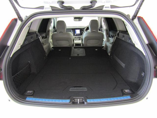すべてのシートを倒せば車中泊もお手の物。フルフラットで段差も気にならず、快適にお使いいただけます。