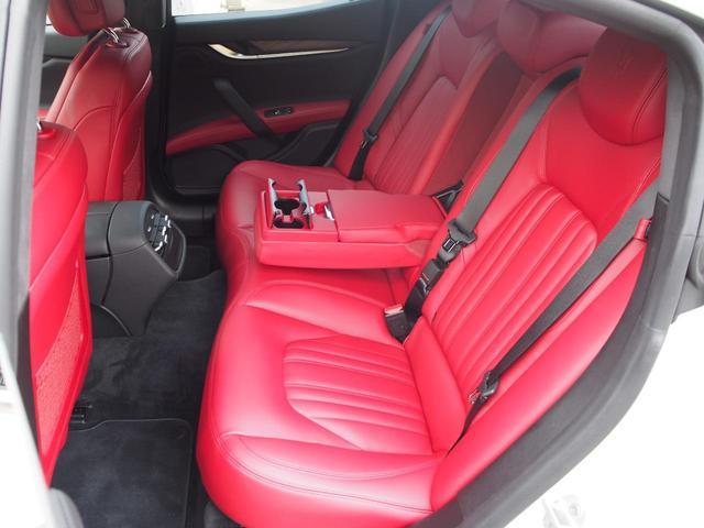 ベースグレード 左ハンドル 後期型ナビ 禁煙車 赤色レザーシート 電動サンルーフ 純正プロテオ19インチアルミホイール ツーリングPKG 地デジTV パドルシフト バックカメラ ETC 赤色キャリパー 正規ディーラ車(8枚目)