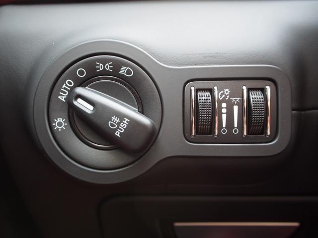 ベースグレード 左ハンドル 後期型ナビ 禁煙車 赤色レザーシート 電動サンルーフ 純正プロテオ19インチアルミホイール ツーリングPKG 地デジTV パドルシフト バックカメラ ETC 赤色キャリパー 正規ディーラ車(37枚目)