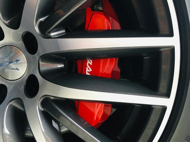 ベースグレード 左ハンドル 後期型ナビ 禁煙車 赤色レザーシート 電動サンルーフ 純正プロテオ19インチアルミホイール ツーリングPKG 地デジTV パドルシフト バックカメラ ETC 赤色キャリパー 正規ディーラ車(59枚目)
