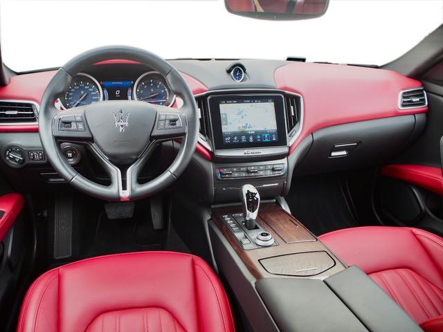 ベースグレード 左ハンドル 後期型ナビ 禁煙車 赤色レザーシート 電動サンルーフ 純正プロテオ19インチアルミホイール ツーリングPKG 地デジTV パドルシフト バックカメラ ETC 赤色キャリパー 正規ディーラ車(61枚目)