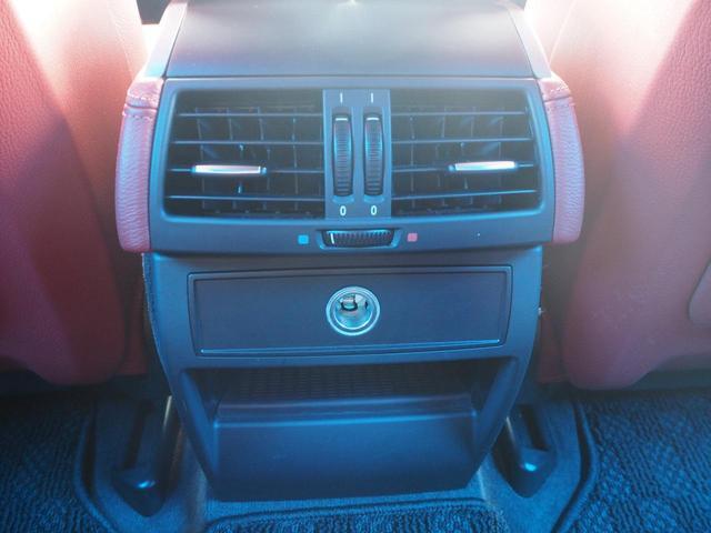 後部座席エアコン。