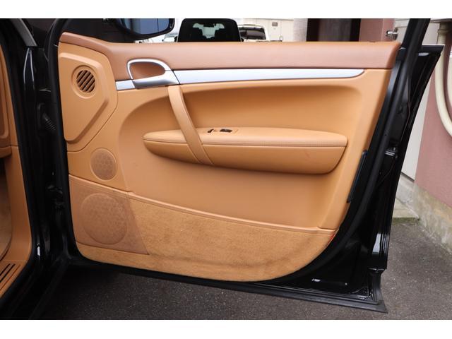ベースグレード MANSORYフェイス ティプトロニックS 4WD サンルーフ バックカメラ キーレスエントリー オートライト 衝突安全ボディ(30枚目)