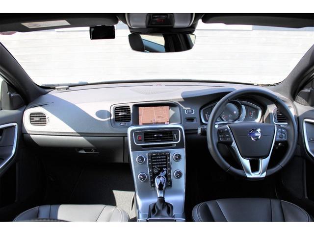 D4 ダイナミックエディション スタッドレスタイヤセット付 特別仕様車 黒本革スポーツシート ドライブレコーダー フロアトレーセット ブラックルーフライナー グロッシーブラック仕上げ前後バンパー フロントシートヒーター ワンオーナ(22枚目)