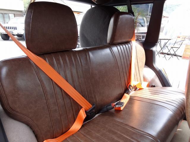 シートベルトはエクステリアカラーに合わせてオレンジにしました。