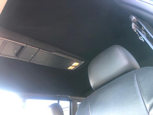 天井はブラックにて張り替え済みです。この年式はほぼ天井がたるんでしまいますのでLAXでは張り替えをしてお客様に納車させて頂いております。
