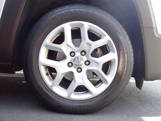 リミテッド 認定中古車保証付き 整備付き メイクマイジープ限定カラー レザーシート シートヒーター バックカメラ ブラックルーフ(11枚目)