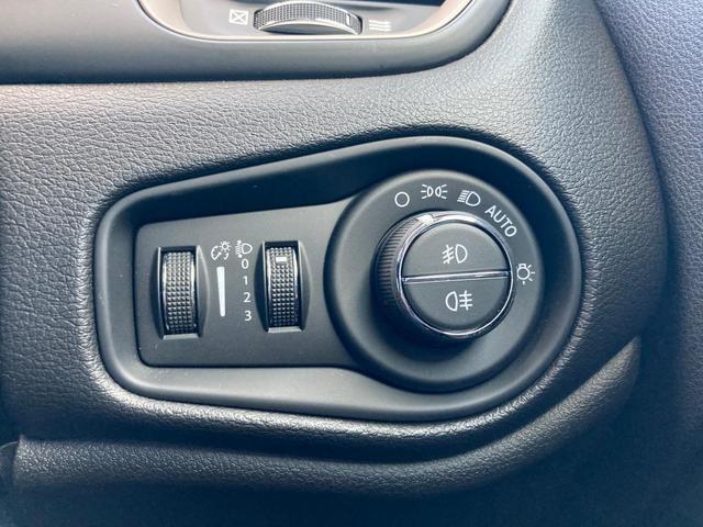 リミテッド 認定中古車保証付き 整備付き レザーシート バックカメラ ETC シートヒーター キセノンヘッドライト 純正アルミホイール ACC装備 純正オーディオ(17枚目)