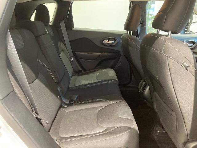 ロンジチュード 認定中古車保証 整備付き 4WD 純正8.4インチナビ バックカメラ ETC ファブリックシート 電動リアゲート ルーフレール(10枚目)