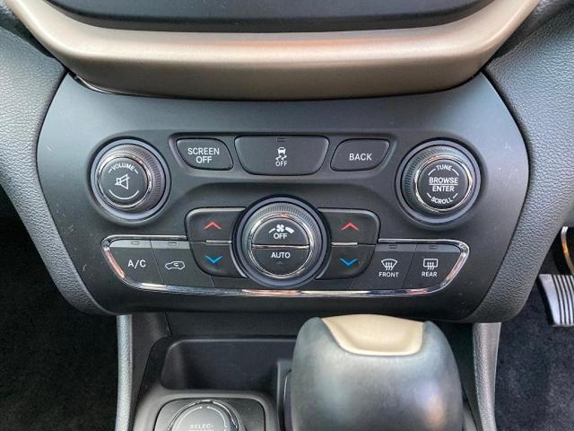 ロンジチュード 認定中古車保証 整備付き 4WD 純正8.4インチナビ バックカメラ ETC ファブリックシート 電動リアゲート ルーフレール(14枚目)