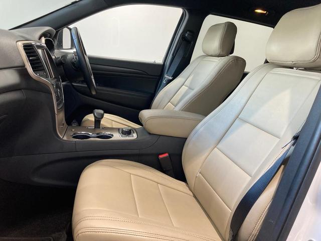 ラレード 認定中古車保証付帯 整備有 純正8.4インチナビ バックカメラ ETC 社外シートカバー クルーズコントロール 純正アルミホイール キセノンヘッドライト(17枚目)