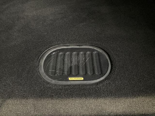 アルティテュード 認定中古車保証 限定車 レザーシート シートヒーター ETC フリーダムトップ 背面タイヤ 純正18インチアルミホイール アルパインスピーカー サイドカメラ バックカメラ(30枚目)